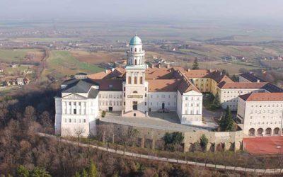 Online lelkigyakorlat, húsvéti liturgiák Pannonhalmán